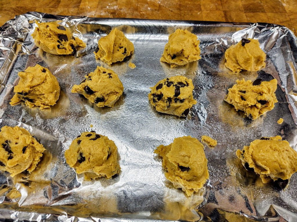 cookie pan of uncooked cookies